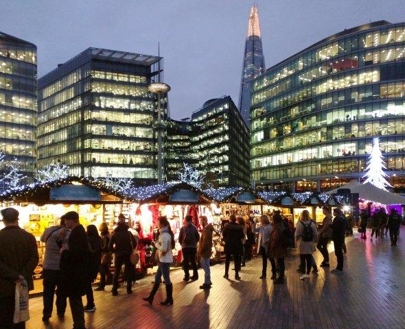 Einer der zahlreichen Weihnachtsmärkte in London