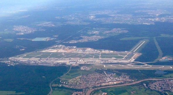 Airport in Frankfurt FRA, Urheber: McNam, Lizenz: creative commons (Namensnennung, Weitergabe unter gleichen Bedingungen)