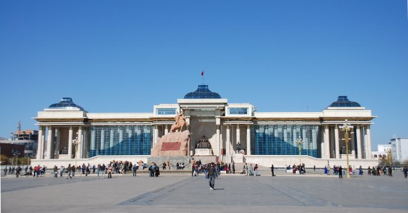 Der Sükhbaatar Platz in Ulan Bator. Urheber: Mario Carvajal, creative commons (Namensnennung)