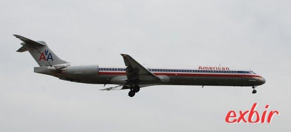Ein Flugzeug der Mc Donell Douglas MD 80 Serie von American Airlines beim Landeanflug. Foto: Christian Maskos