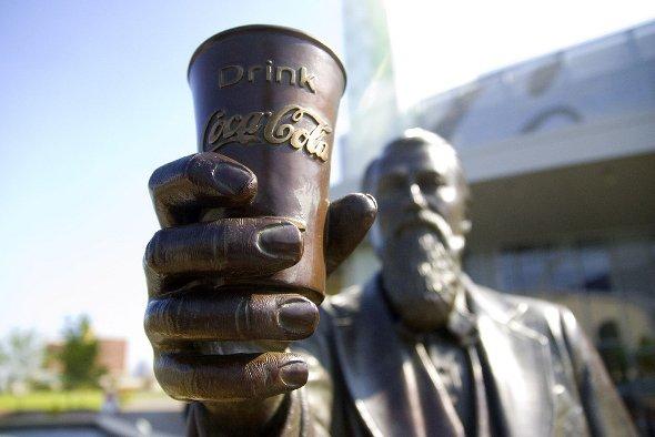 Statue des Coca Cola-Erfinders John Pemberton vor den Coke Museum in Atlanta. Urheber: audrey_sel, creative commons