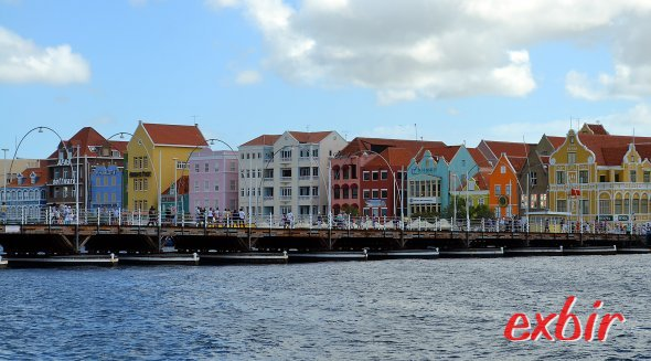 Skyline von Curacao.  Bunte Häuser vermitteln Karibik-Feeling. Foto: Christian Maskos