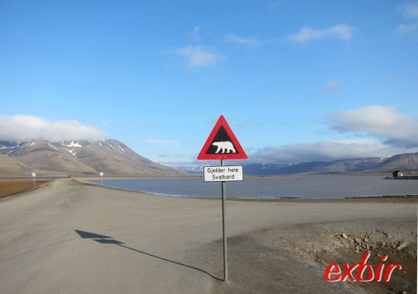 Eisbärwarnung am Rande des Hauptortes Longyearbyen