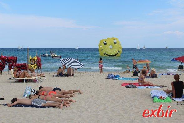 Am Strand von Cala Millor.  Foto: Christian Maskos