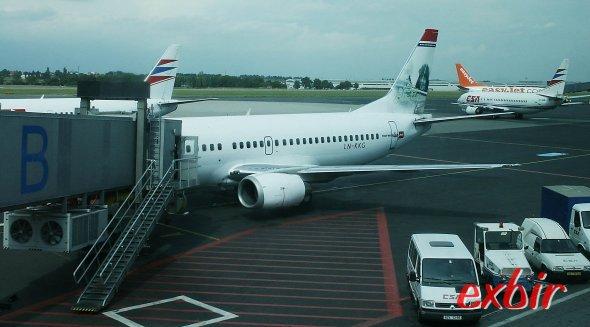 Eine Norwegian Air Shuttle Boeing 737-300. Norwegian ist bei Inlandsflügen in Norwegen eine gute Günstigalternative zu SAS. Foto: Christian Maskos
