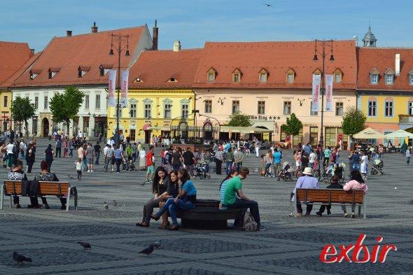 Auf dem Hauptplatz von Sibiu.   Foto: Christian Maskos