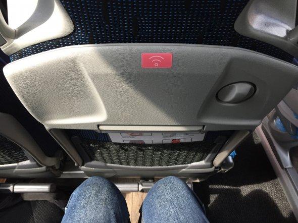 Ausrreichender Sitzabstand bei BlaBlaBus. Zwar nicht super komfortabel, aber auseichend.