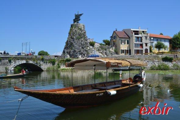 Ruderboot in Virpazar.  Foto: Christian Maskos