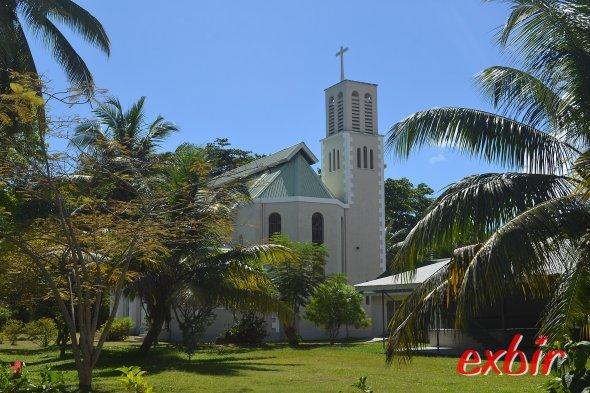 Kirche auf Praslin.  Foto: Christian Maskos
