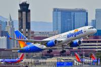 Ein Airbus A320 der Allegiant Air beim Start in Las Vegas
