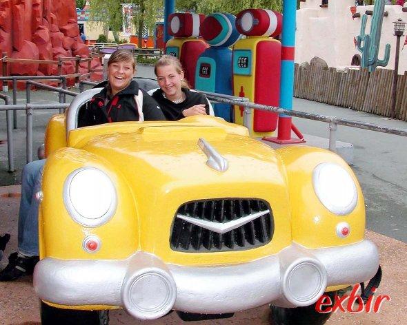 Leoni und Sina haben Spaß im Movie-Park in Bottrop-Kirchhellen. Mit dem aktuellen lidl-Special gibt es 2 Übernachtungen und den Eintritt schon ab 99€ im Packet. Foto: Christian Maskos