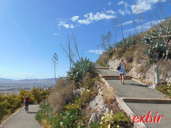 Walking up the Lykabettus.  photo: Christian Maskos