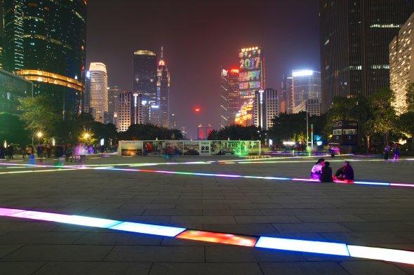 Nachts in Guangzhou. Urheber:  Mathias Apitz (München), Lizenz: creative commons (Namensnennung, Keine Bearbeitung)