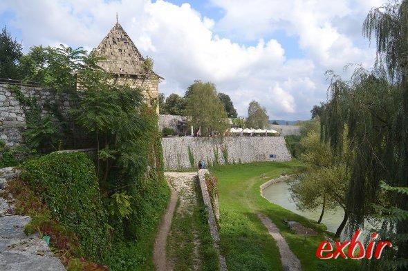 Die Burg direkt am Fluss Vrbas gehört zu den Wahrzeichen von Banja Luka. Foto: Christian Maskos