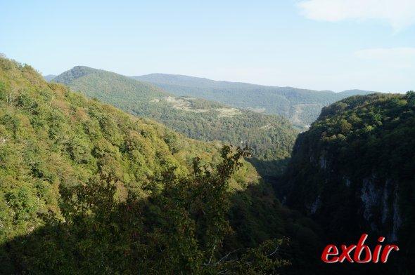 Traumhafte Berglandscahft rund um Kutaisi.  Foto: Christian Maskos