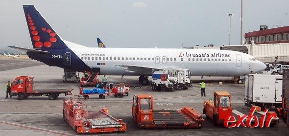 Eine Boeing 737 von Brussels Airlines am Flughafen Barajas in Madrid. Für günstige Flüge nach Belgien gibt es freilich einige bessere Alternativen. Foto: Christian Maskos