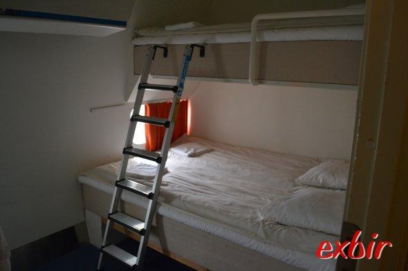 Ideal für Famillien- Doppelbett unten und Einzelbett für das Kind oben.  Foto: Christian Maskos