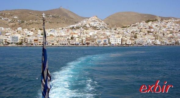 Syros von der Fähre. Foto: FlyWolf