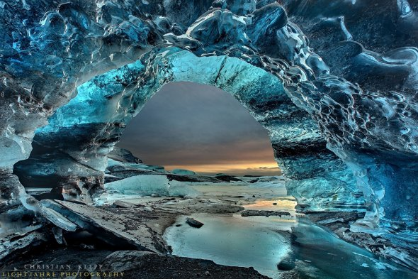 Eishöhle in Island. ice-grotto-iceland, Where Geoscience Meets Art