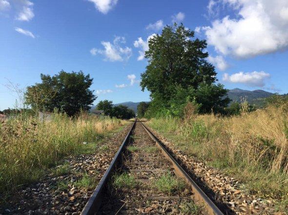 Die Haupstrecke zwischen Bastia und Ajaccio und Calvi. Zug fahren mitten durch die Berge und das Inland bietet tolle Aussicht und gehört eindeutig in die Kategorie Eisenbahnromatik.