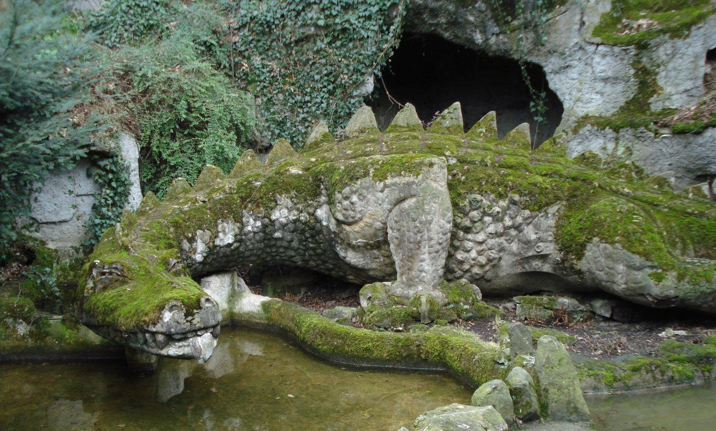 Nibelungenhalle, Drachenhöhle, Beton-Drache