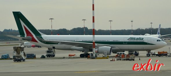 Ein Airbus A 330 von Alitalia in Mailand-Malpensa.  Foto: Christian Maskos