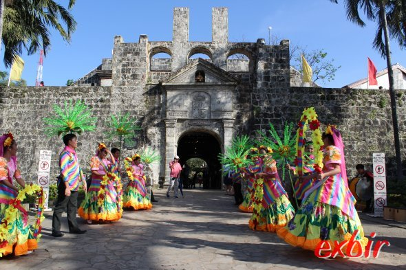 Traditional Dance in front of Fort San Pedro in Cebu.  photo: Christian Maskos