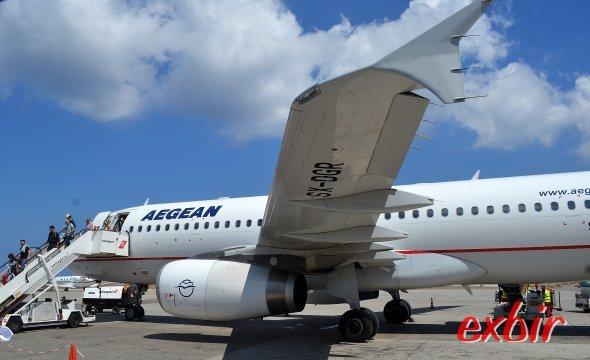 Ein Airbus A320 von Aegean Air auf dem Flughafen von Santorini. Foto: Christian Maskos