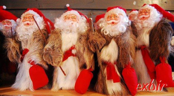 Weihnachtsmannparade im Juni in