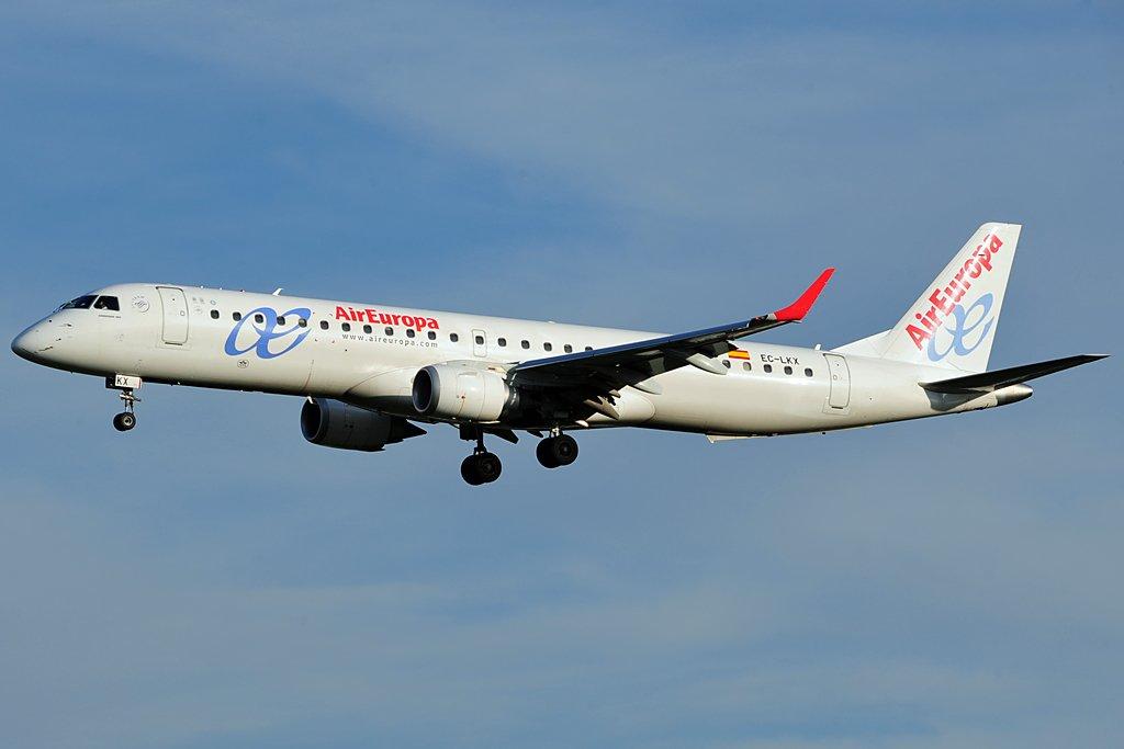 Ein Embraer 195 der spanischen AirEuropa Express