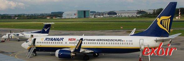Während die teuren Fluglinien mit Kerosinabzocke ums überleben kämpfen wächst Ryanair im Sommer extrem.  Foto: Christian Maskos