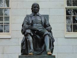 John Harvard Statue an der Harvard-University, Foto: Exbir Travel, C. Maskos