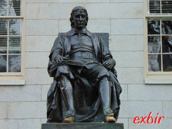 John Harvard Statue an der Harvard-University.