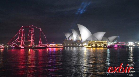 Die beste Sicht hatten die Gäste der Partys auf den bleuchteten Booten.Foto: Christian Maskos