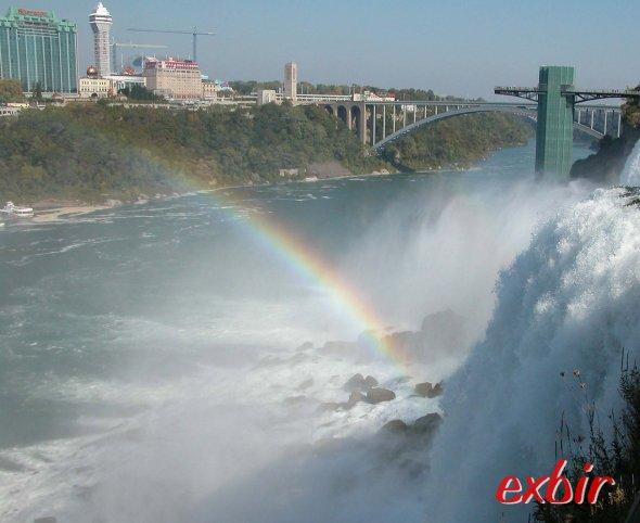 Die Niagara Fälle ein klassiches Mietwagenziel an der US Ostküste.  Foto: Christian Maskos