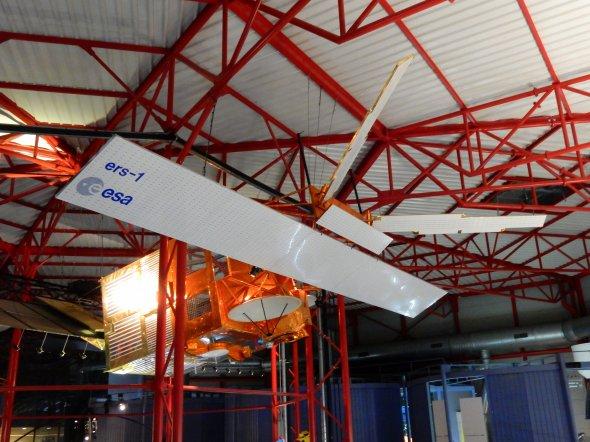 Kourou - Satellit im Musée de l'Espace. Foto: Wolfgang Hesseler