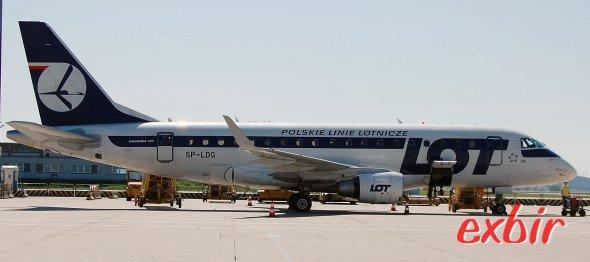 Auf Inlandsflügen in Polen kommen neben den ATR 42 und ATR 72 von Eurolot auch die kleineren Embraer 170 zum Einsatz. Foto: Christian Maskos