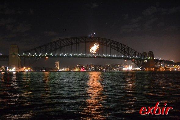 Es wird leerer und ruhiger -  das Spektakelist vorbei:Willkommen 2013.  Mit Sicht auf die HarbourBridge- deren beleuchtung weitesgehend abgeschaltet ist. Dennoch ein magischer Moment. Foto:Christian Maskos