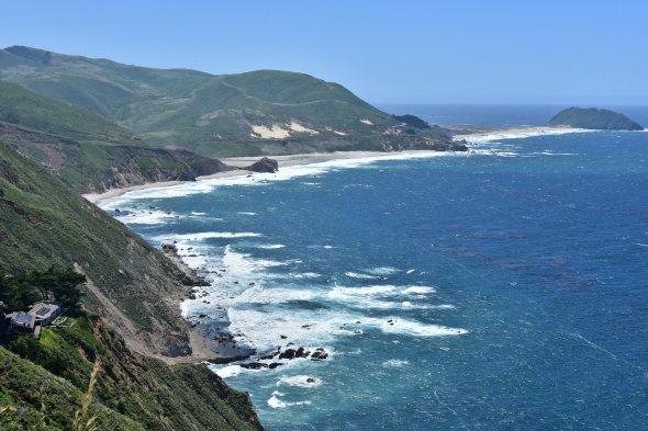 Atemberaubende Aussicht vom Pacific Coast Highway zwischen Castroville und Big Sur