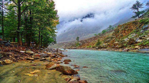 Welche Farbenpracht! Kunhar River In Swat Valley, Pakistan