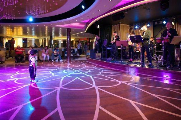 Tanzfläche auf der Costa neoRomantica