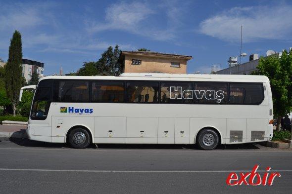 Bequeme Busse werden beim Flugahfenshuttle zwischen Satdtzentrum und Airport in Sanliurfa eingesetzt.  Foto: Christian Maskos