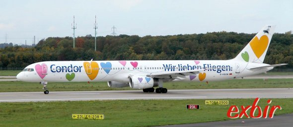 """Eine Boeing 757-300 von Condor in Düsseldorfin der Sonderbemalung """"Willi"""".Foto: Christian Maskos"""