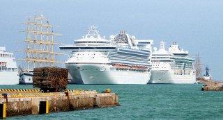Eine boomende Branche: Kreuzfahrtschiffe in Civitavecchia, dem Kreuzfahrthafen von Rom