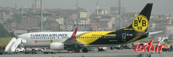 Die TC-JHU von Turkish Airlines trägt das Logo des BVB - der aktuell mit großem Abstand besten Fußballmannschaft der Welt.  Foto: Christian Maskos