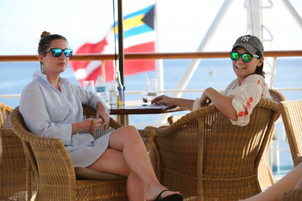 Erholte Kreuzfahrtpassagiere auf der Wind Surf - einem Schwesterschiff der Star Breeze