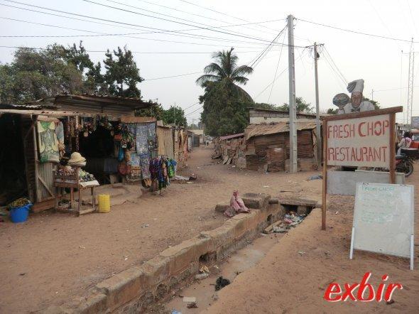 Etwas abseits des Touristengebietes findet man das Afrika, wie man es sich vorstellt. Foto: Wolfgang Hesseler