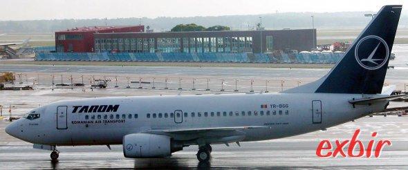 Tarom operiert unter anderem mit Boeing 737 udn Airbus A 318 zwischen Deutschland und Rumänien.  Billig sind die Flüge mit Tarom nach Rumänien aber meist nicht.  Foto: Christian Maskos