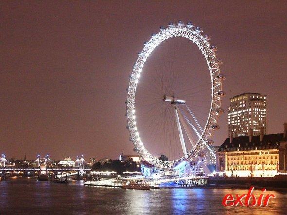 Ab 15,99€ von vielen Flughäfen in die Olympiastadt London jetten.  Foto: Christian Maskos