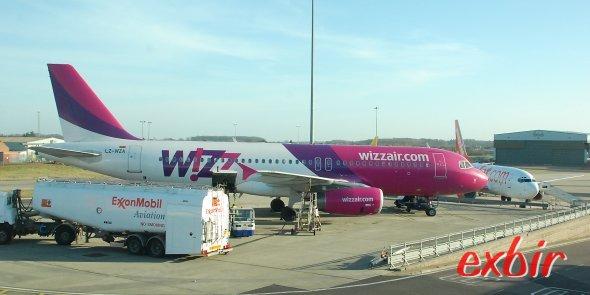 Ein Airbus A320 von Wizzair am Flughafen London-Luton. Foto: Christian Maskos